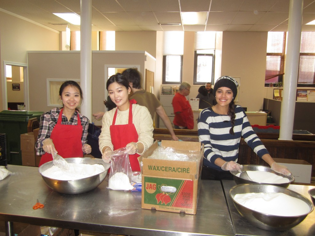 ILSC students help out at Share the Warmth