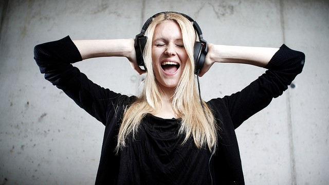 Pronunciation Practice Through Listening by Flickr user Michael Heigl